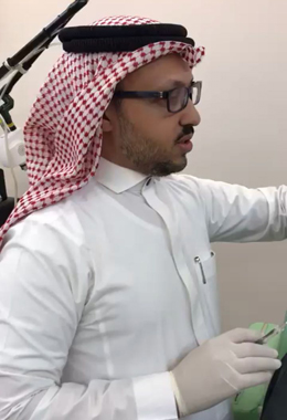 Dr. Mahmoud during the explainning of the methods of injecting the Filler during a workshop in Medina